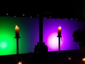 Christmette Heiliger Abend Um 23:00 Uhr laden Jugendliche der Oranier-Gedächtnis-Gemeinde und der Evangelischen Jugendkirche ein! (Klick auf das Bild, um zum Bericht zu kommen)